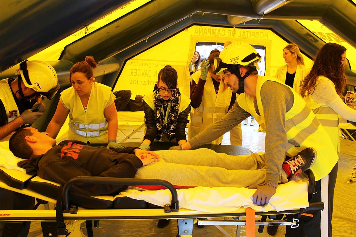 Los estudiantes de Emergencias Sanitarias ponen en práctica los conocimientos aprendidos en las clases teóricas.